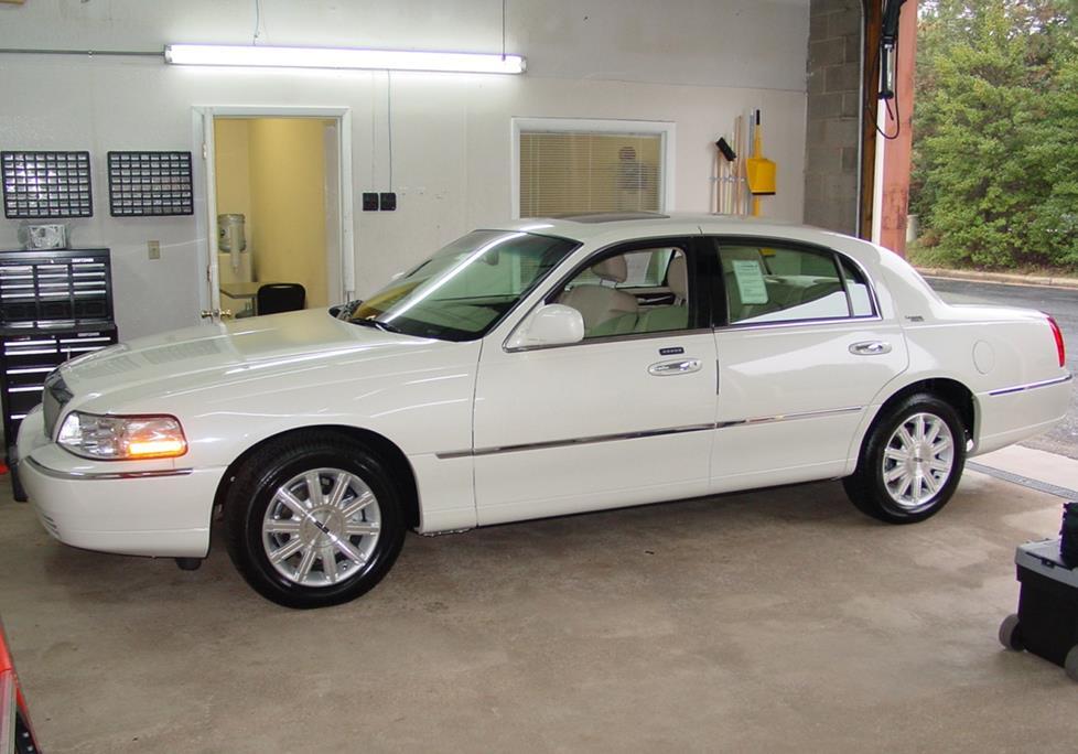Lincoln Town Car III 1997 - 2003 Sedan #6