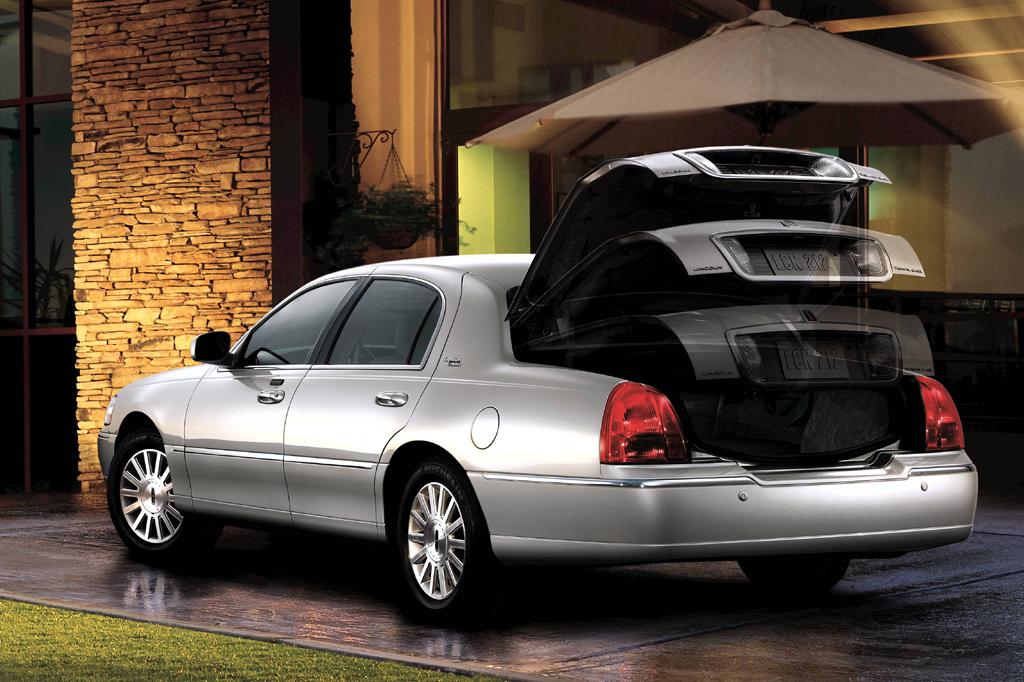 Lincoln Town Car III Restyling 2003 - 2011 Sedan #5