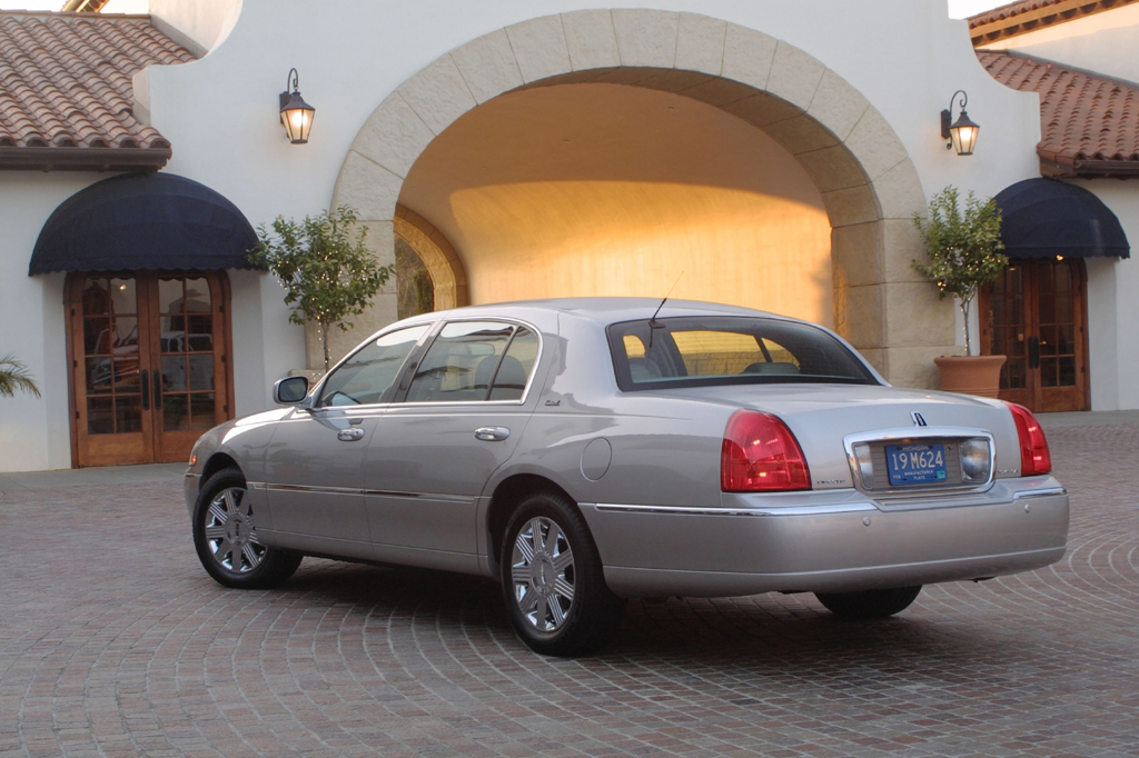 Lincoln Town Car III Restyling 2003 - 2011 Sedan #4