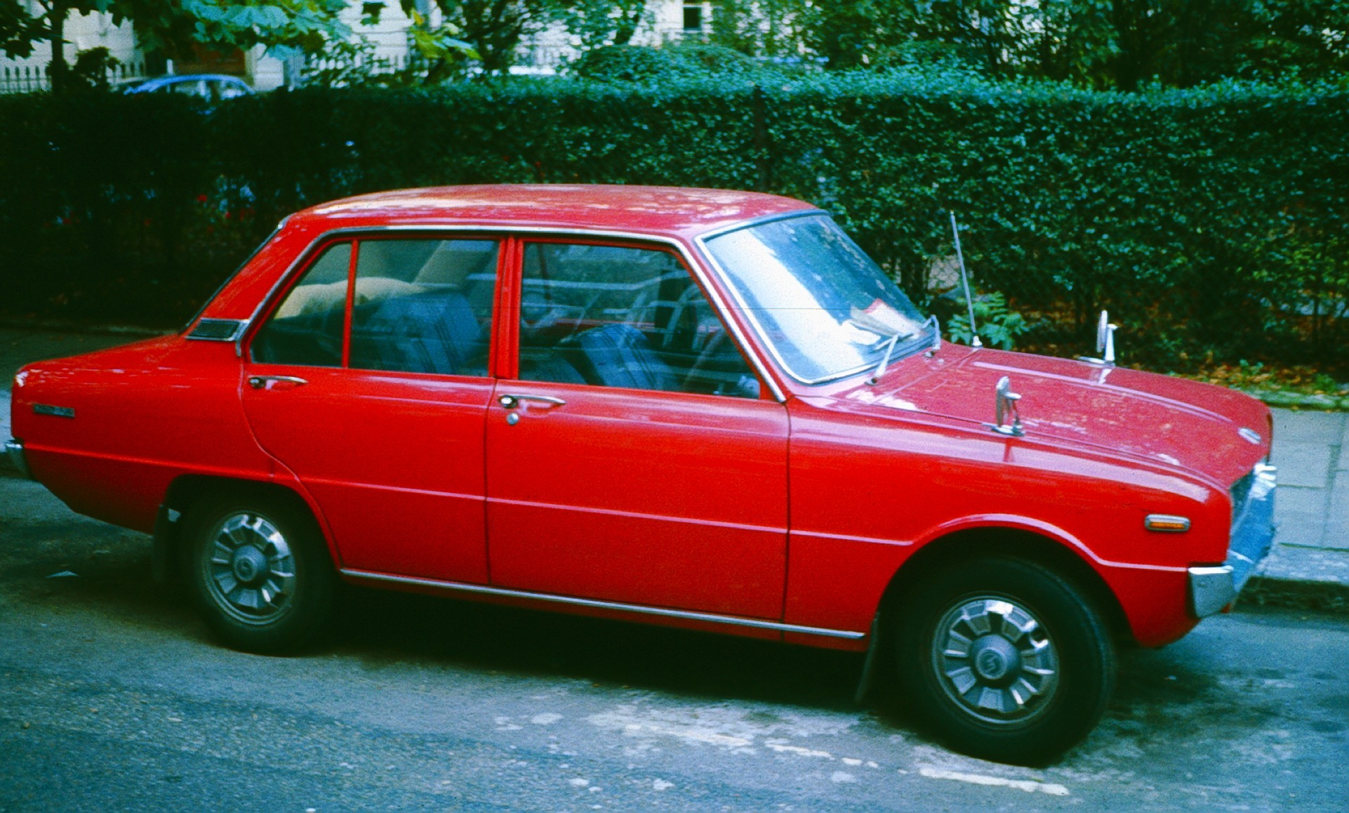 Mazda 1300 1975 - 1977 Sedan #2
