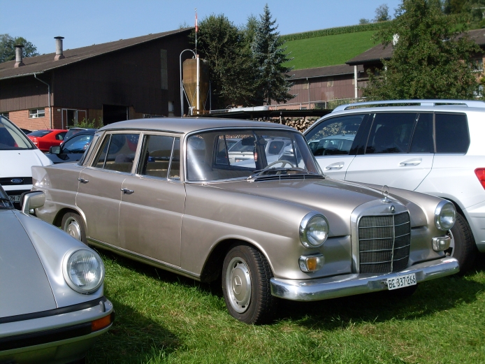 Mercedes-Benz W110 Second Series 1965 - 1968 Sedan #1