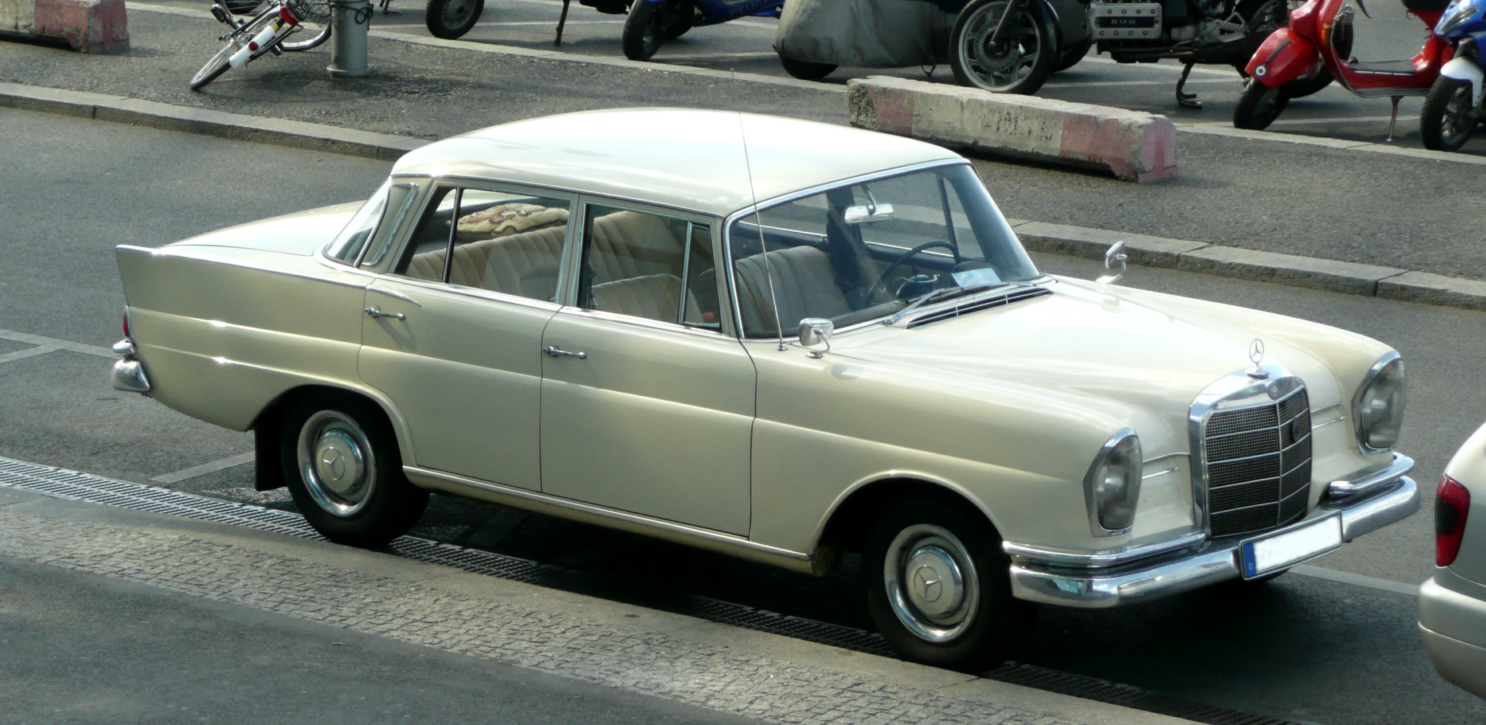 Mercedes-Benz W110 First Series 1961 - 1965 Sedan #1