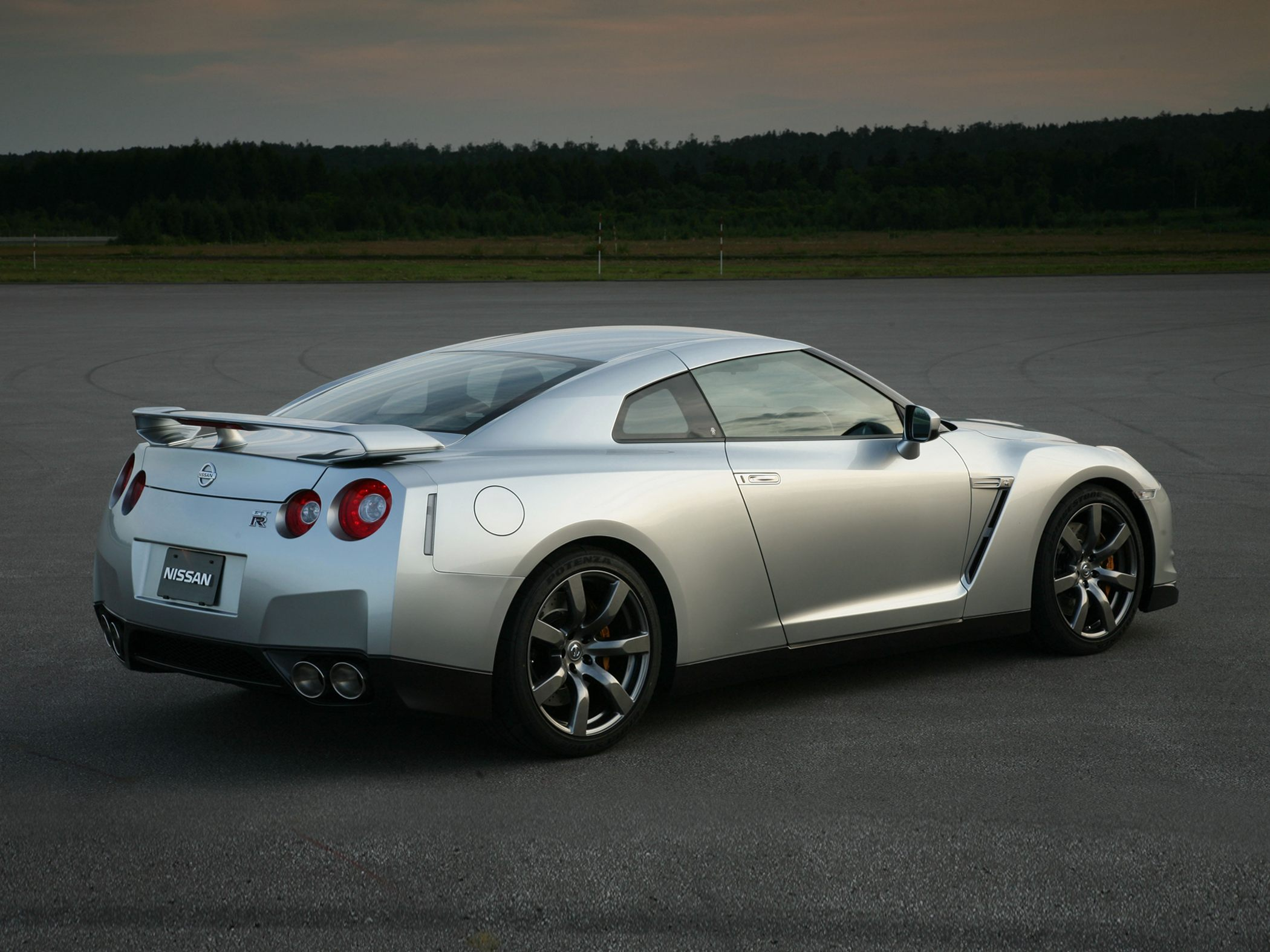 Nissan GT-R I 2007 - 2010 Coupe #2
