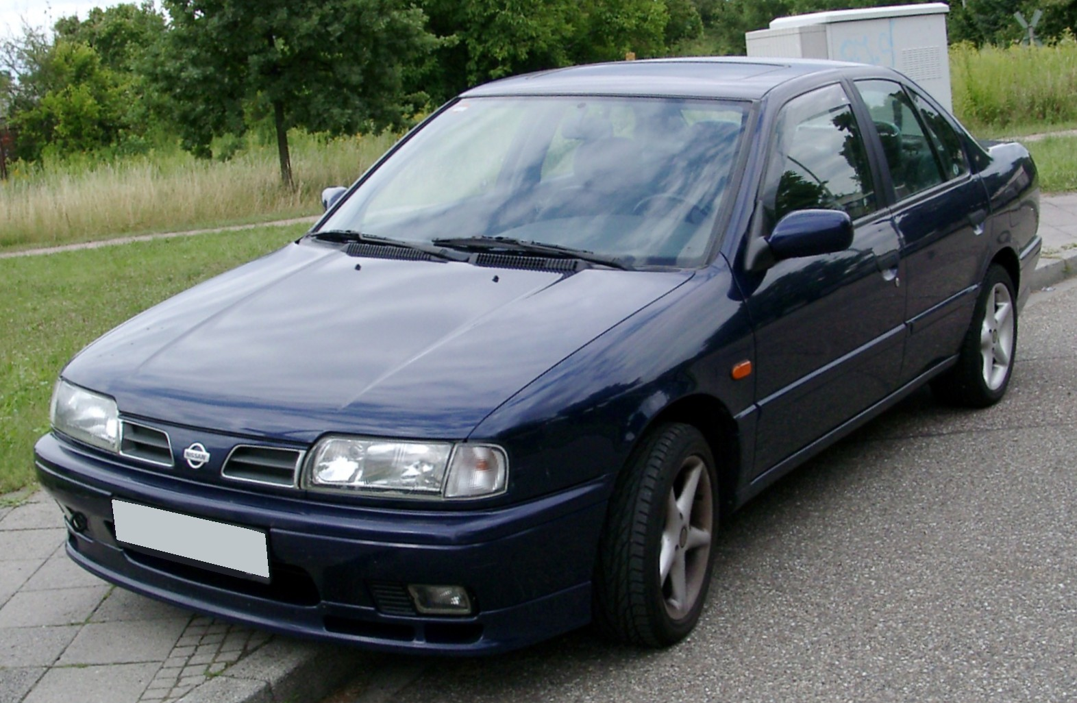 Nissan Primera I (P10) 1990 - 1996 Sedan #5