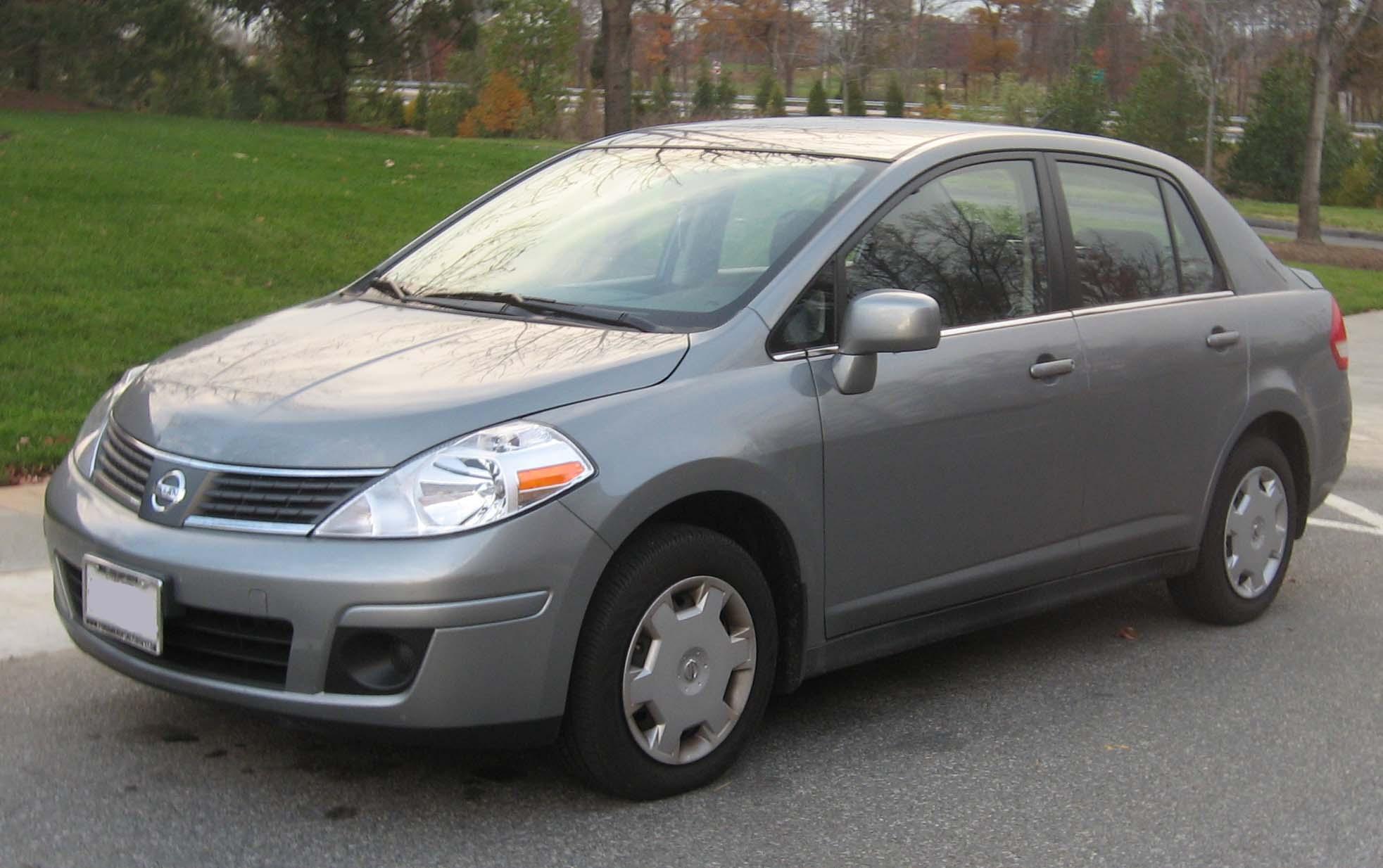 Nissan Tiida I 2004 - 2012 Hatchback 5 door #2