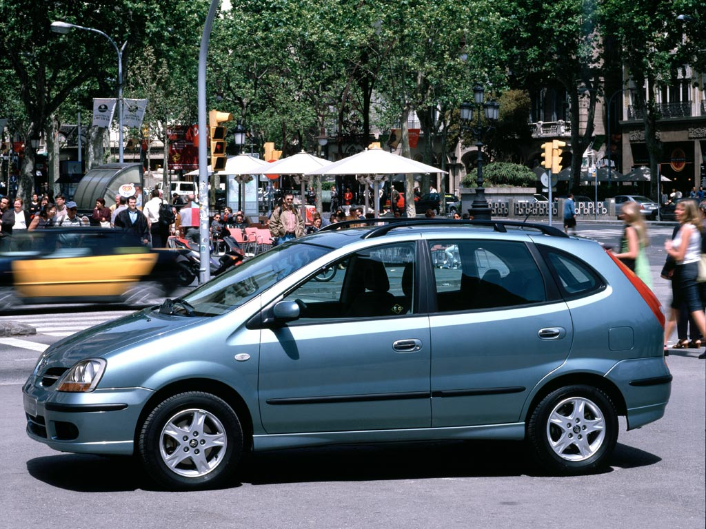 Nissan Tino 1998 - 2003 Compact MPV #7