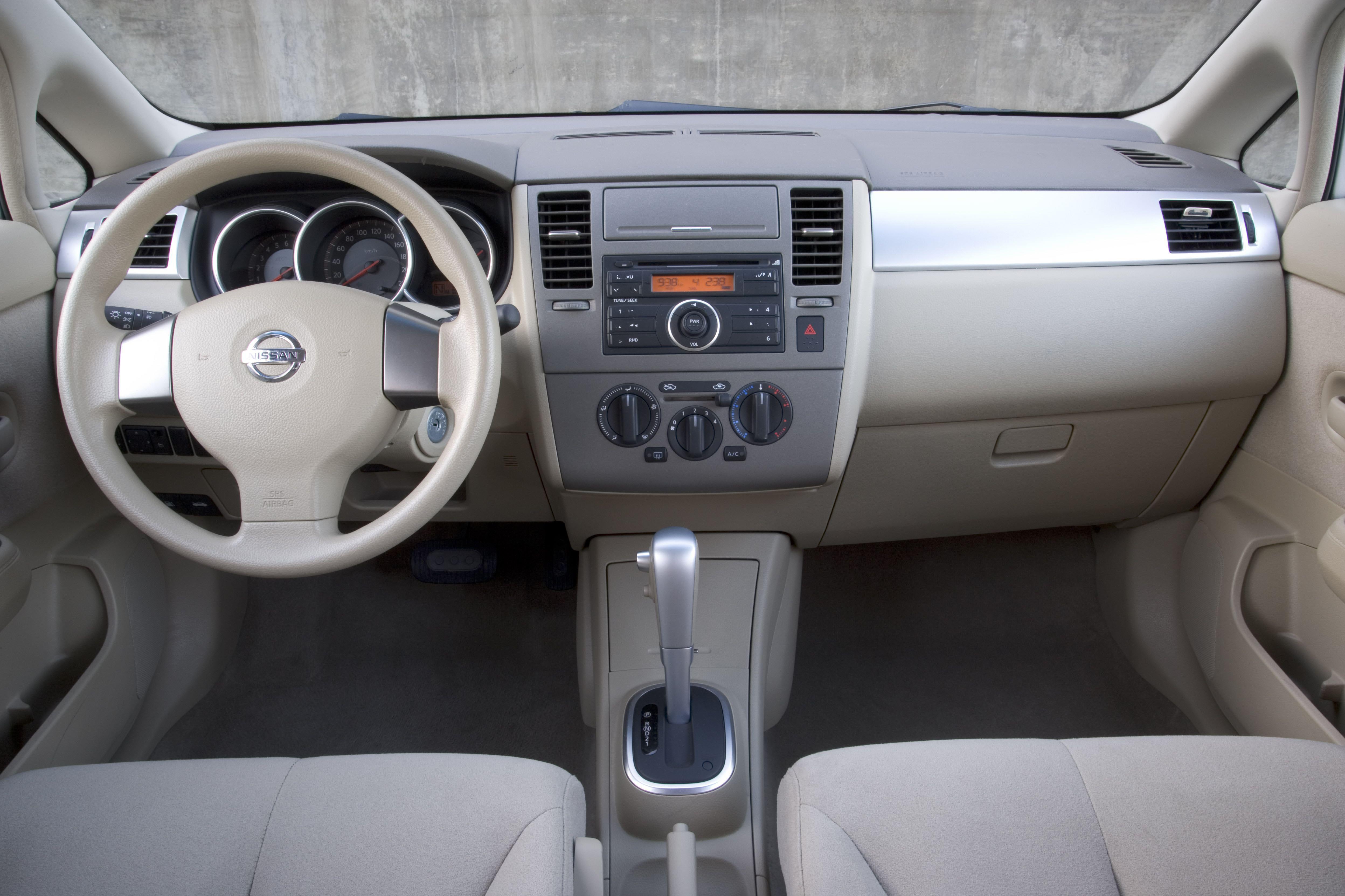 Nissan Versa I 2006 - 2012 Hatchback 5 door #5