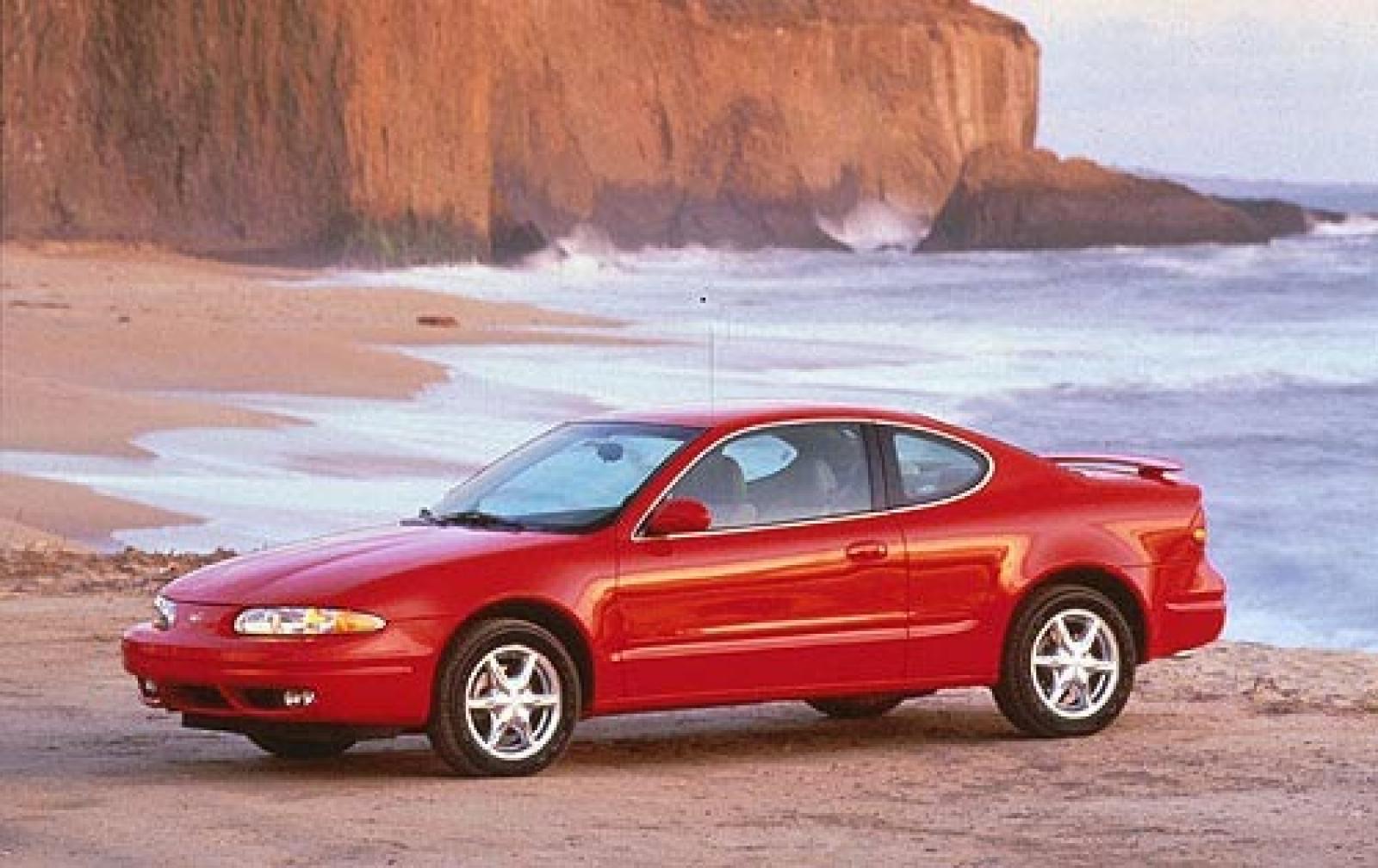 Oldsmobile Alero 1998 - 2004 Sedan #2