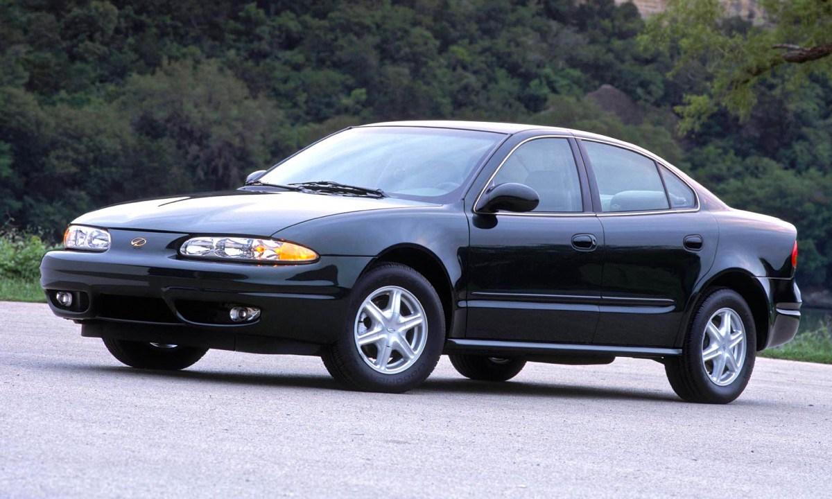 Oldsmobile Alero 1998 - 2004 Sedan #1