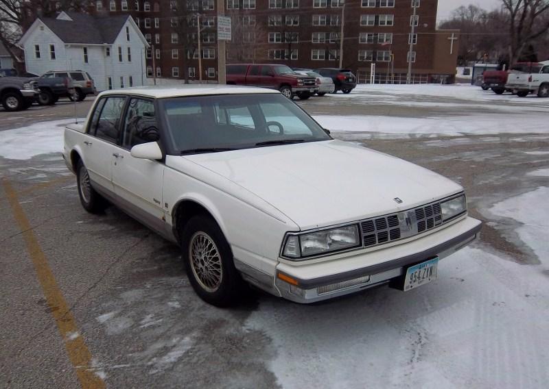 Oldsmobile Ninety-Eight X 1985 - 1990 Sedan #4