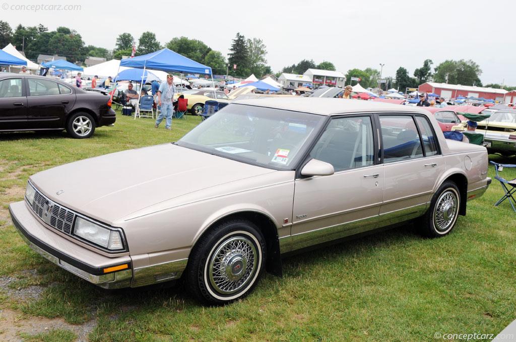 Oldsmobile Ninety-Eight X 1985 - 1990 Sedan #7