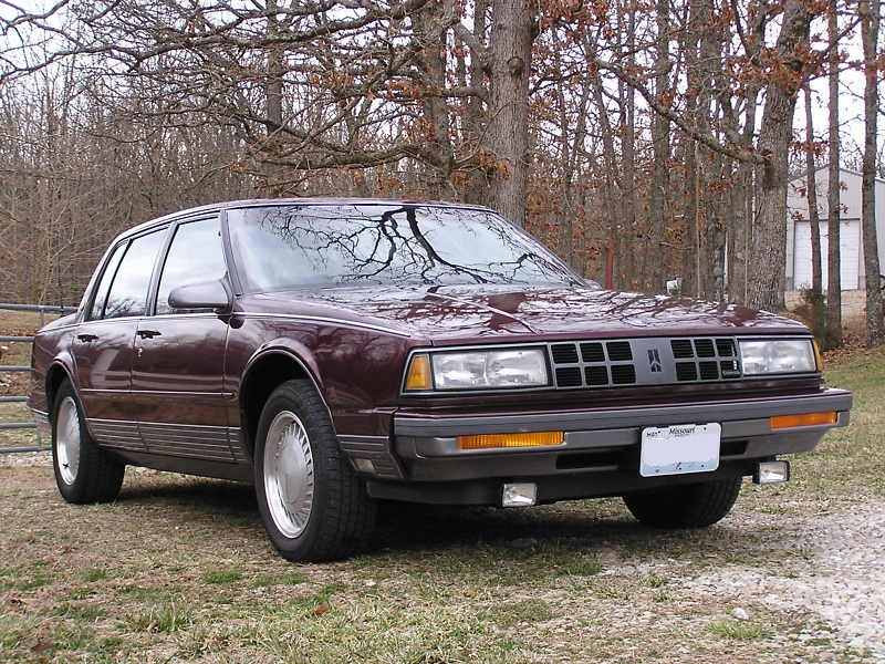 Oldsmobile Ninety-Eight X 1985 - 1990 Sedan #5