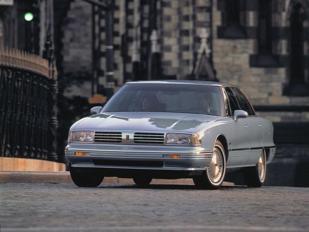 Oldsmobile Ninety-Eight XI 1991 - 1996 Sedan #3