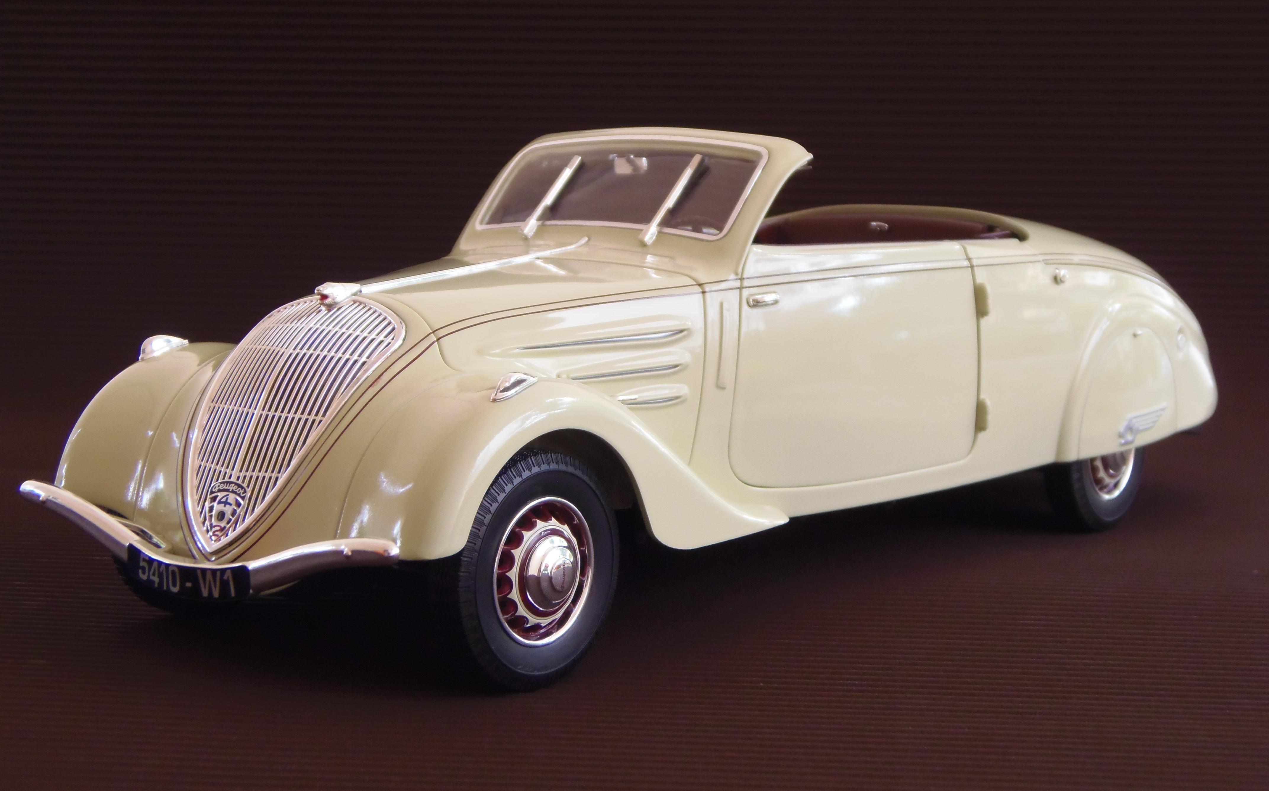 Peugeot 402 1935 - 1942 Sedan #1