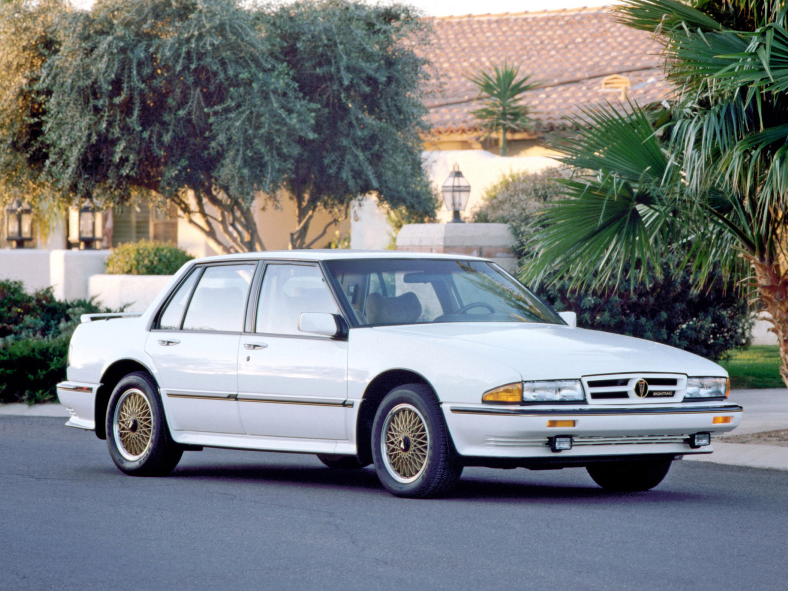 Pontiac Bonneville VIII 1987 - 1991 Sedan #4