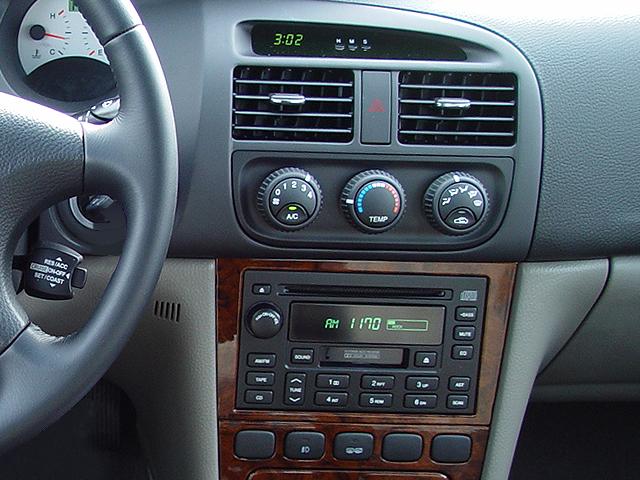Suzuki Verona 2003 - 2006 Sedan #7