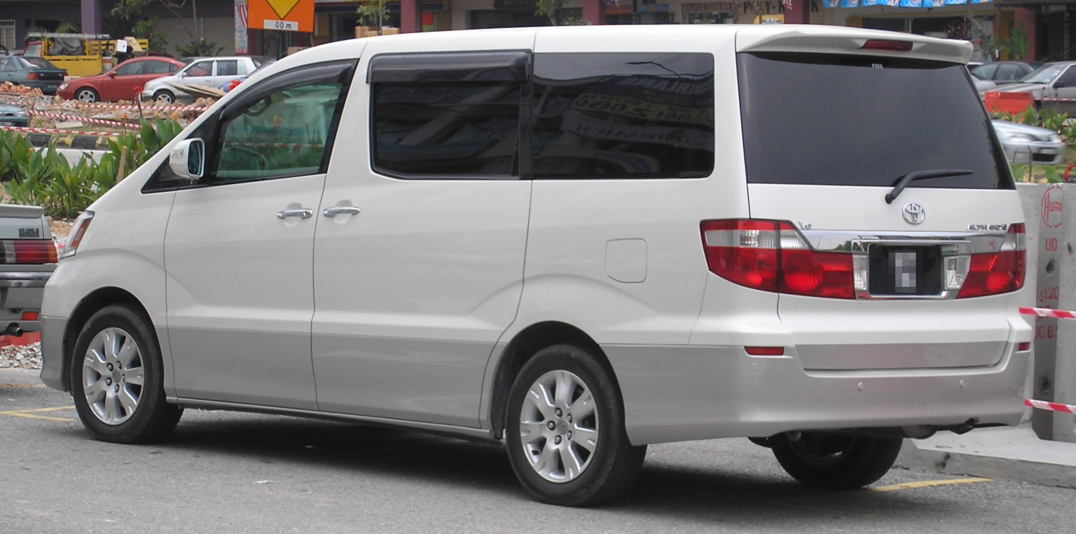 Toyota Alphard I 2002 - 2005 Minivan #5