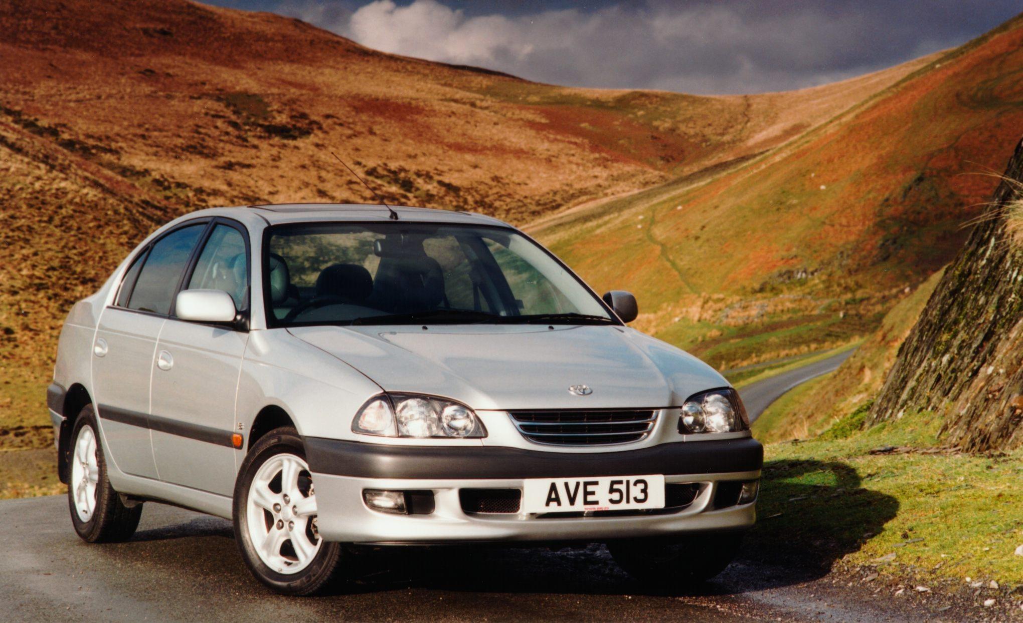 Toyota Avensis I 1997 - 2000 Hatchback 5 door #4