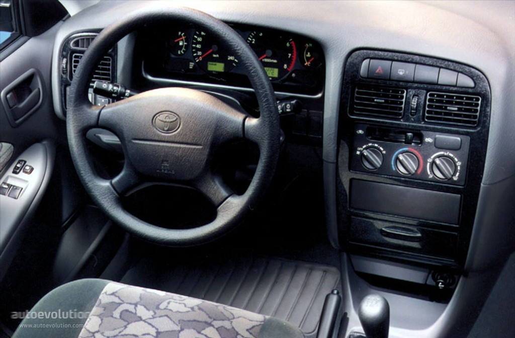 Toyota Avensis I 1997 - 2000 Hatchback 5 door #8