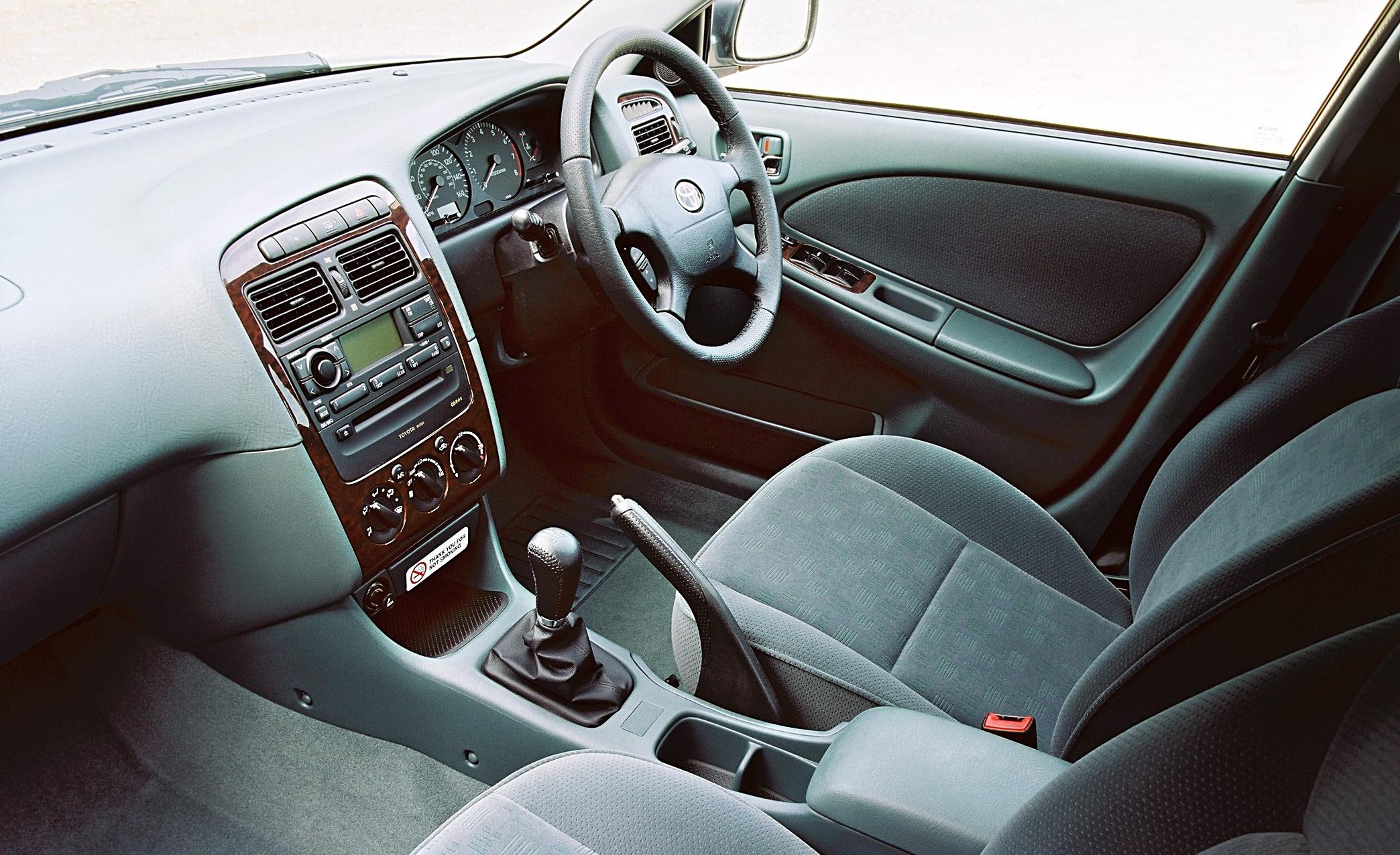 Toyota Avensis I 1997 - 2000 Hatchback 5 door #2