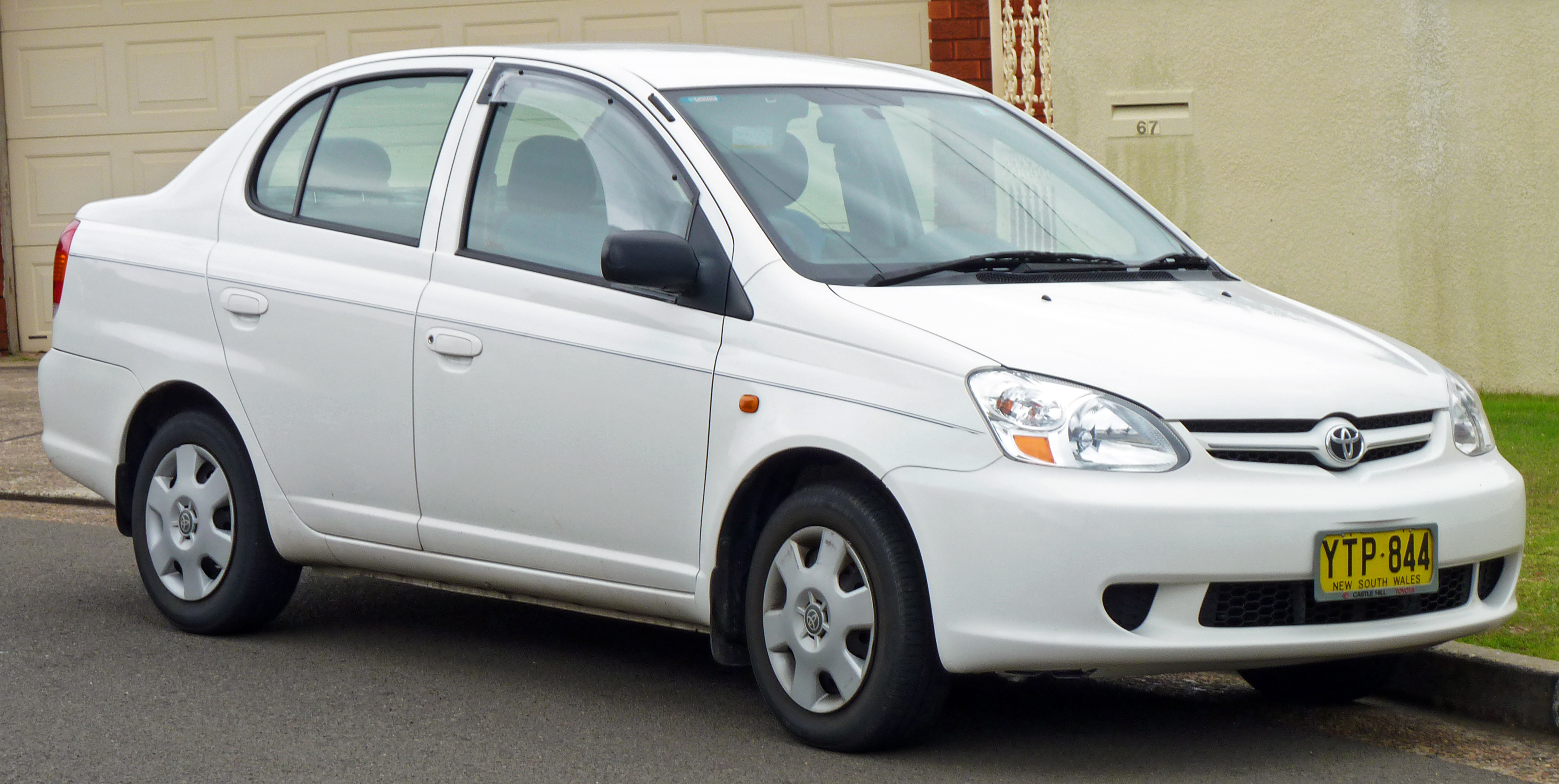 Toyota Echo 1999 - 2005 Sedan #1