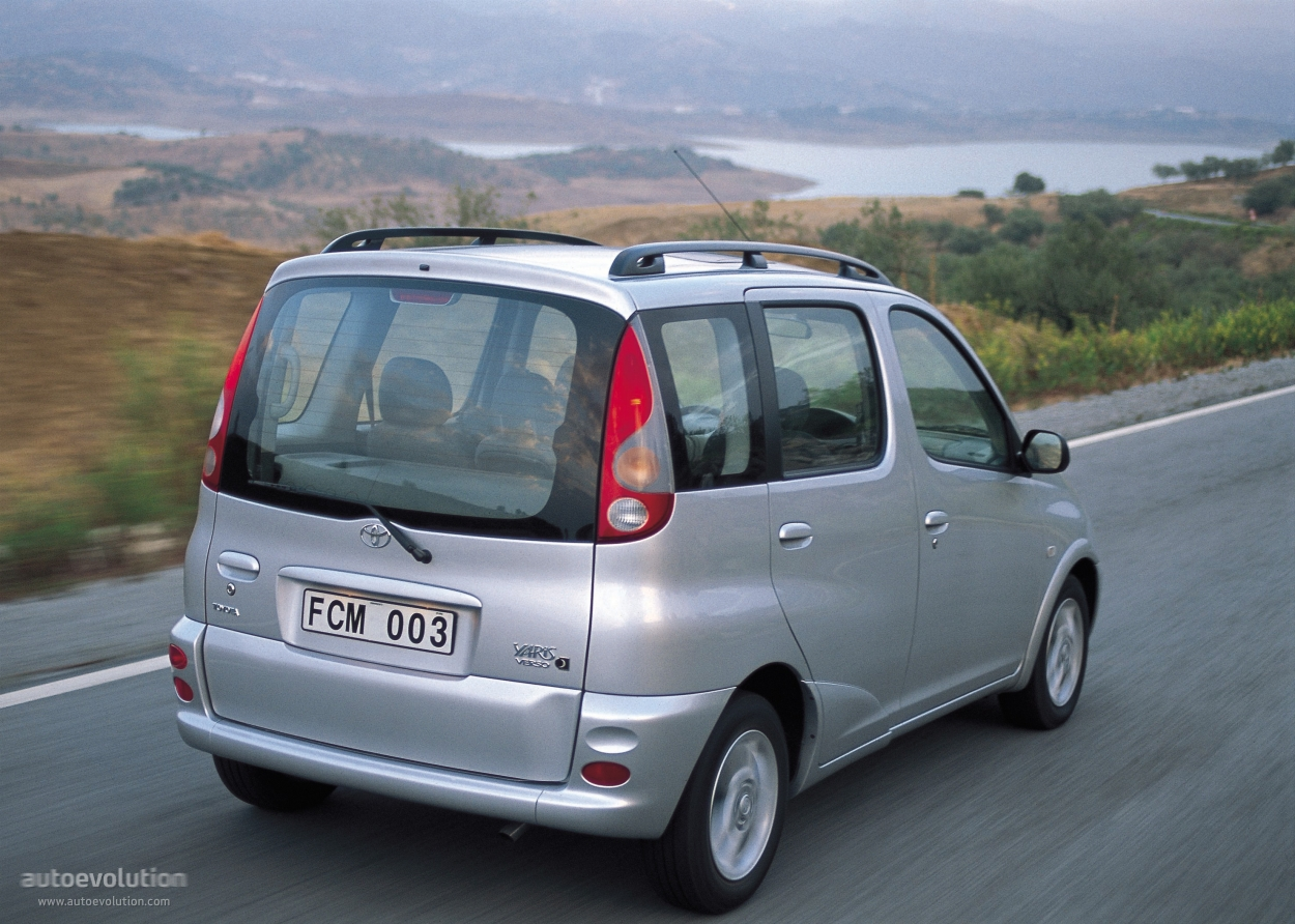 Toyota Yaris Verso 1999 - 2006 Compact MPV #2
