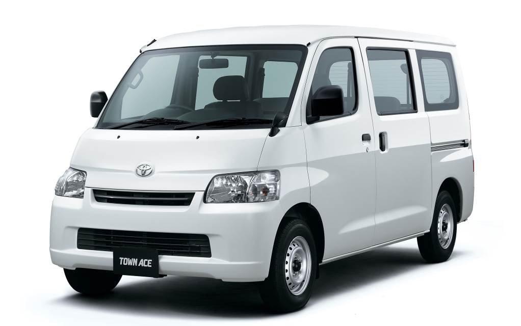 Toyota TownAce V 2008 - now Compact MPV #7