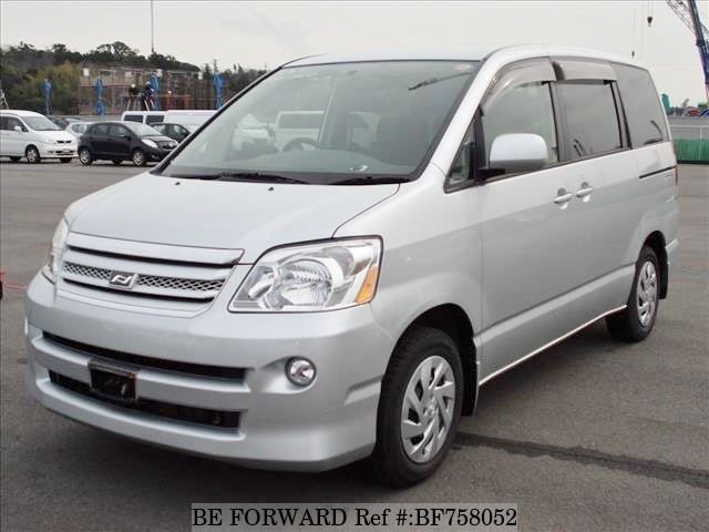 Toyota Noah I (R60) 2001 - 2007 Minivan #3