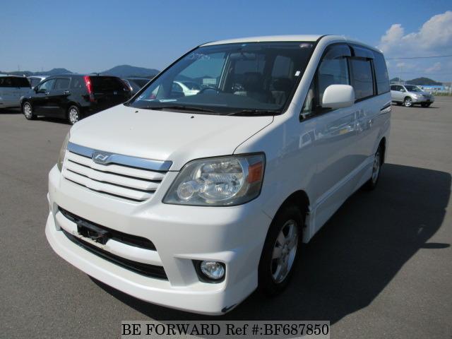 Toyota Noah I (R60) 2001 - 2007 Minivan #2