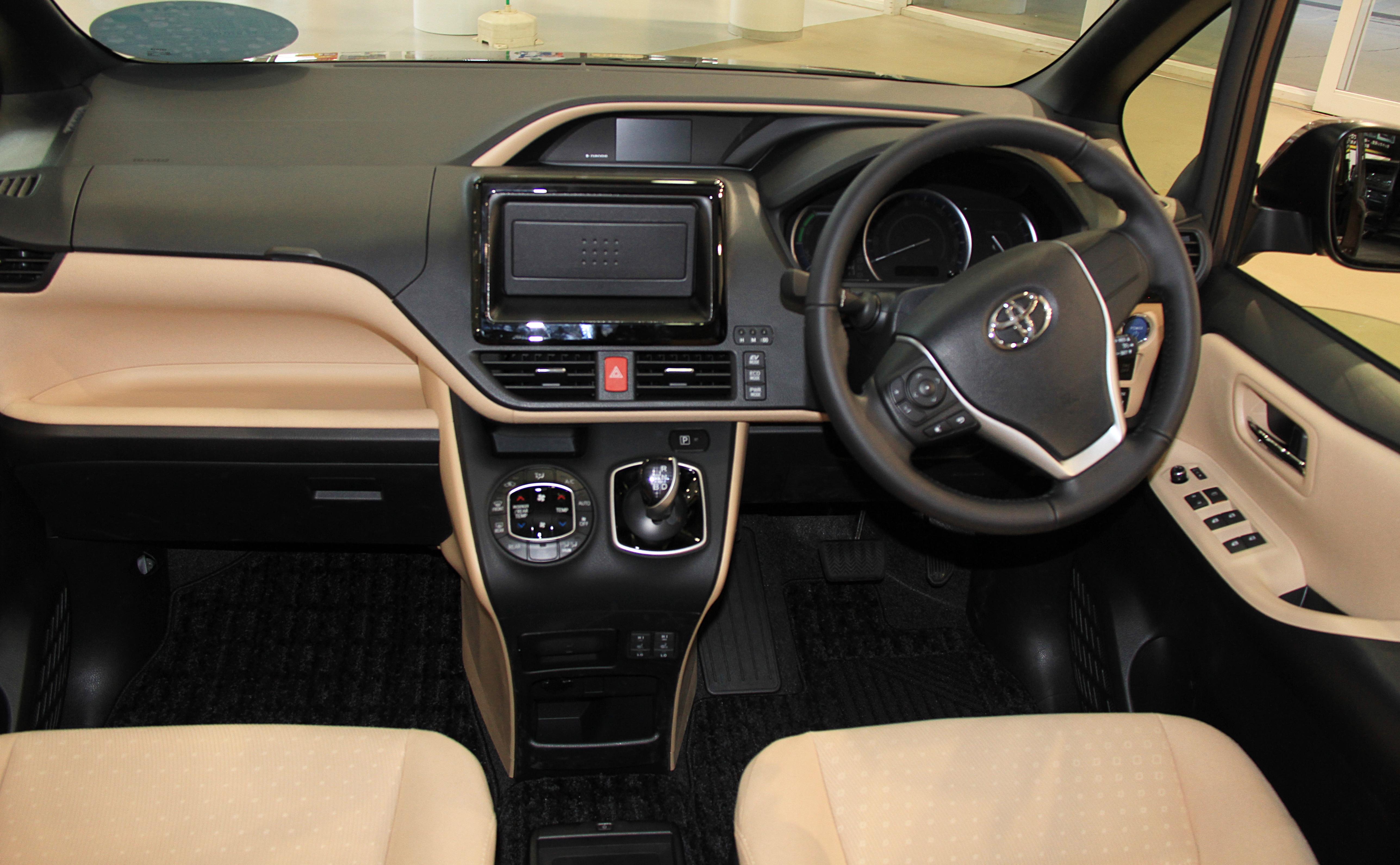 Toyota Noah III (R80) 2014 - now Minivan #6