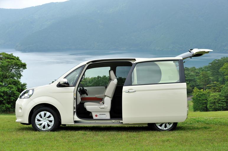 Toyota Porte I 2004 - 2012 Compact MPV #3