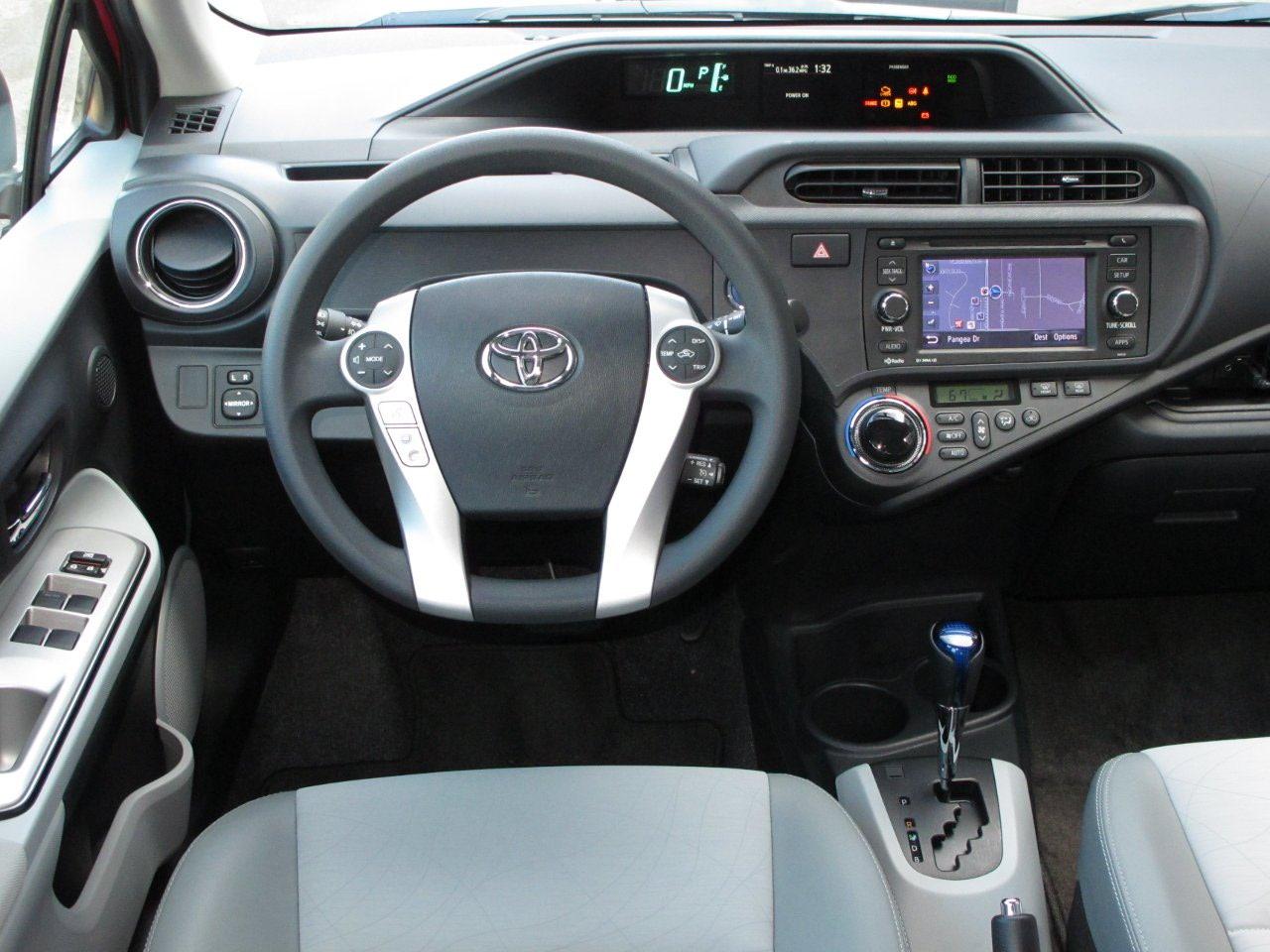 Toyota Prius c I 2011 - 2015 Hatchback 5 door #7