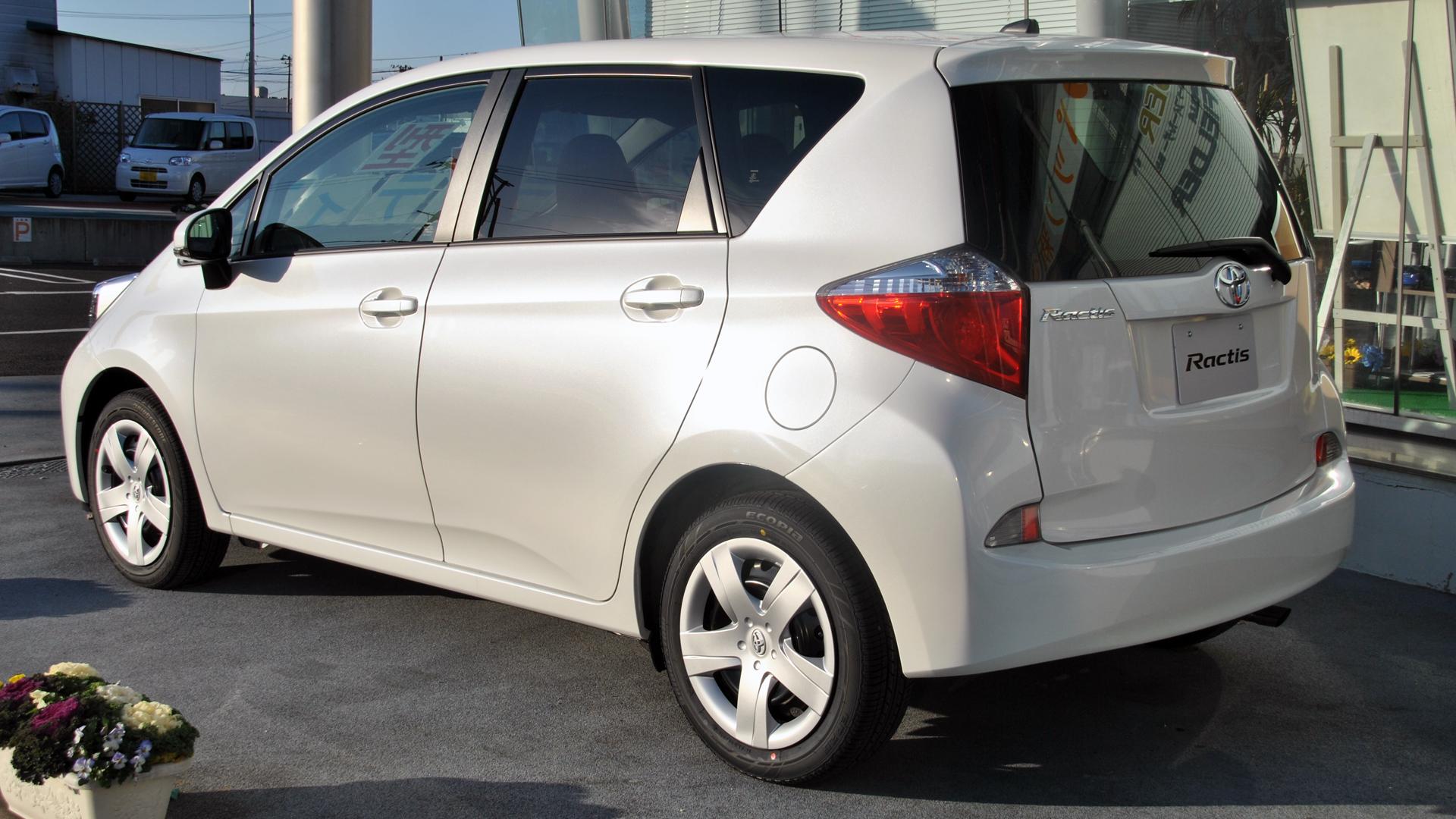 Toyota Ractis II 2010 - 2016 Hatchback 5 door #5