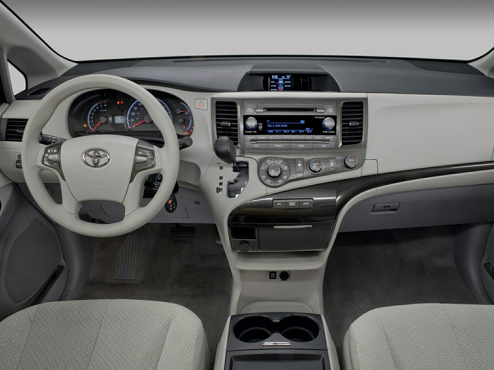 Toyota Sienna III 2010 - now Minivan #5