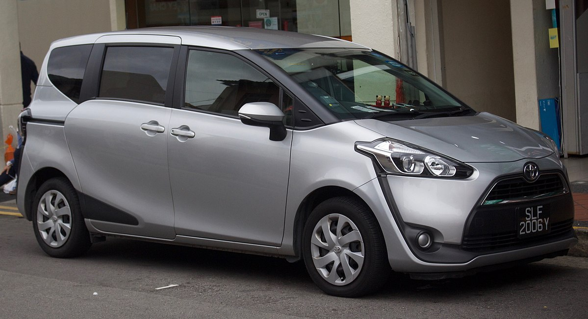 Toyota Sienta I Restyling 2 2011 - 2015 Compact MPV #8