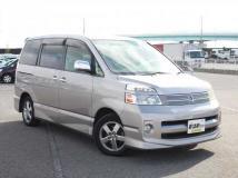 Toyota Voxy II (R70) Restyling 2010 - 2013 Minivan #7