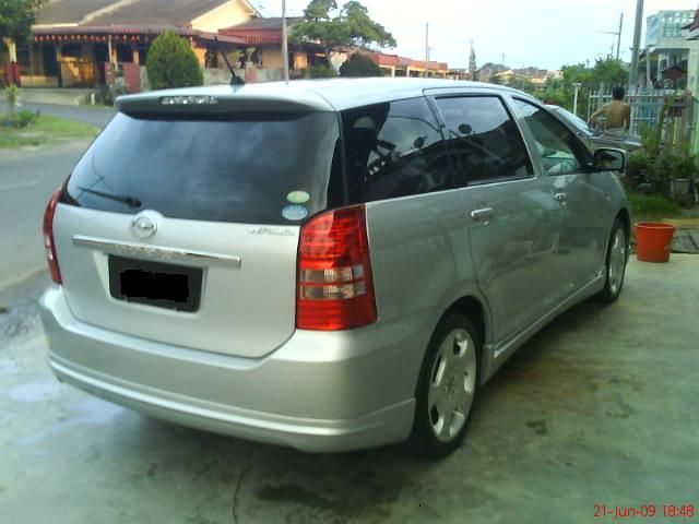 Toyota Wish I 2003 - 2005 Compact MPV #4