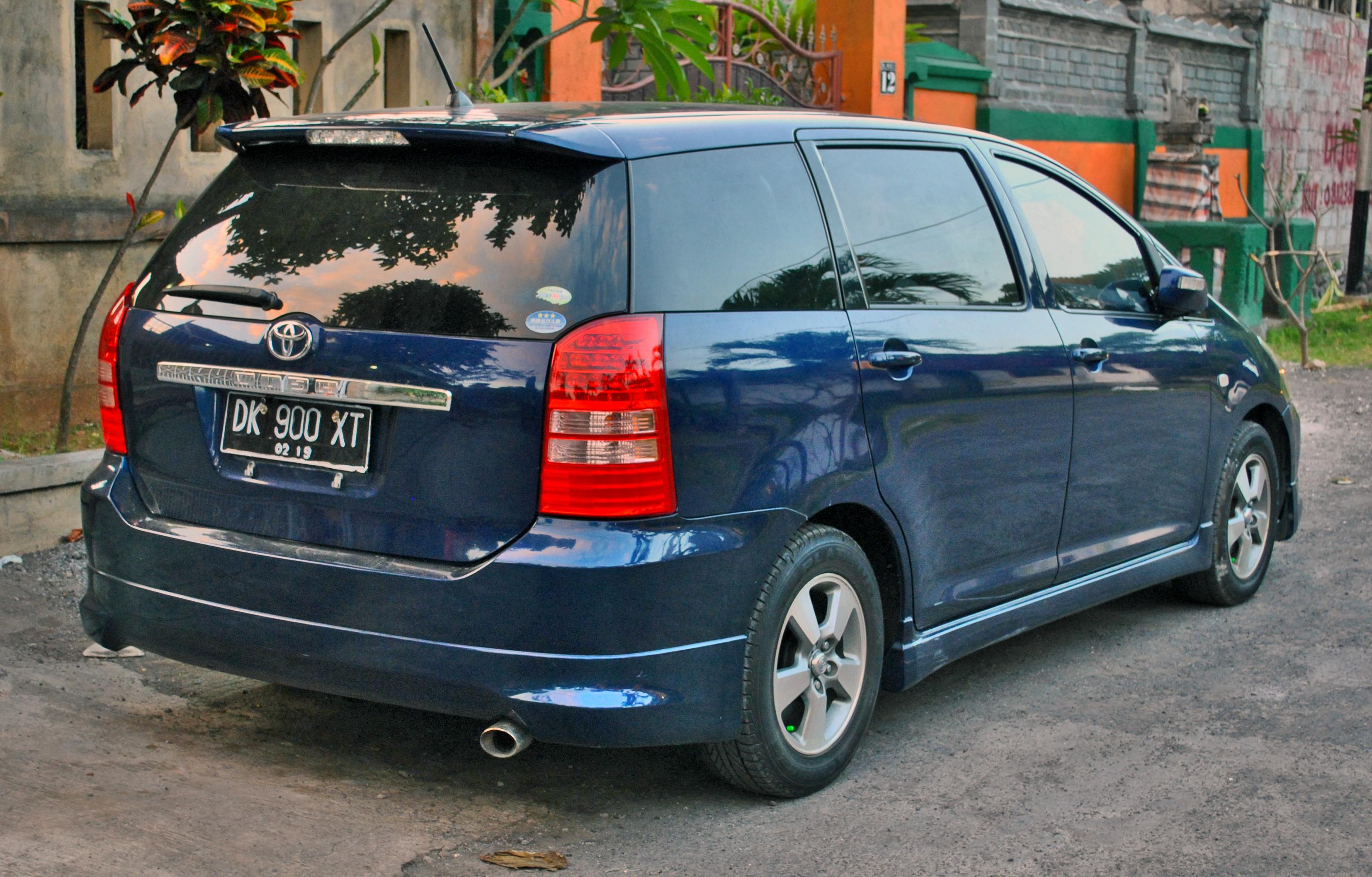 Toyota Wish I 2003 - 2005 Compact MPV #2