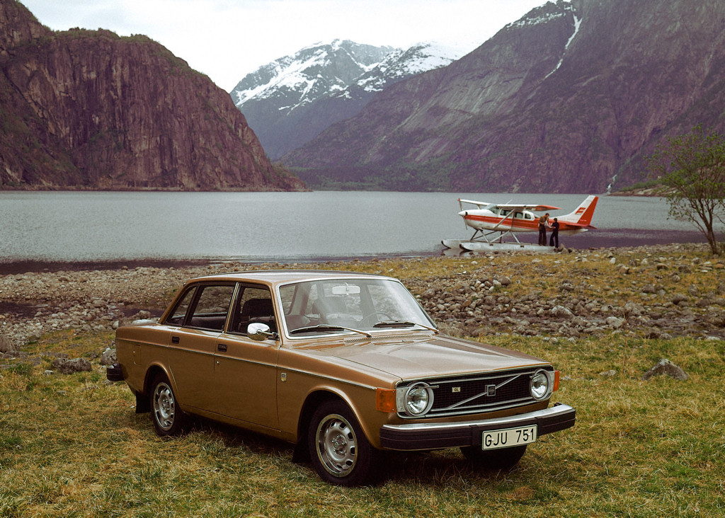 Volvo 140 Series 1966 - 1975 Sedan 2 door #1