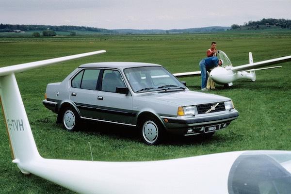 Volvo 300 Series 1975 - 1991 Sedan #1
